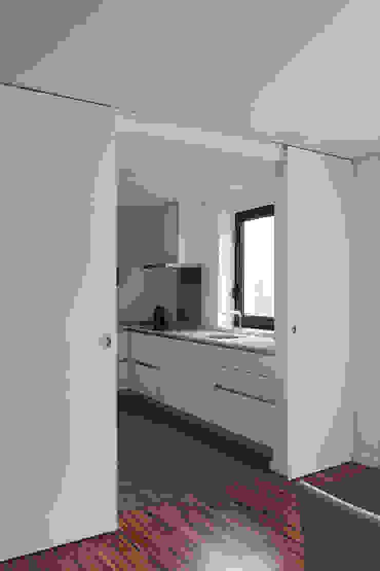 Casa rua Castro Matoso Cozinhas modernas por Sónia Cruz - Arquitectura Moderno