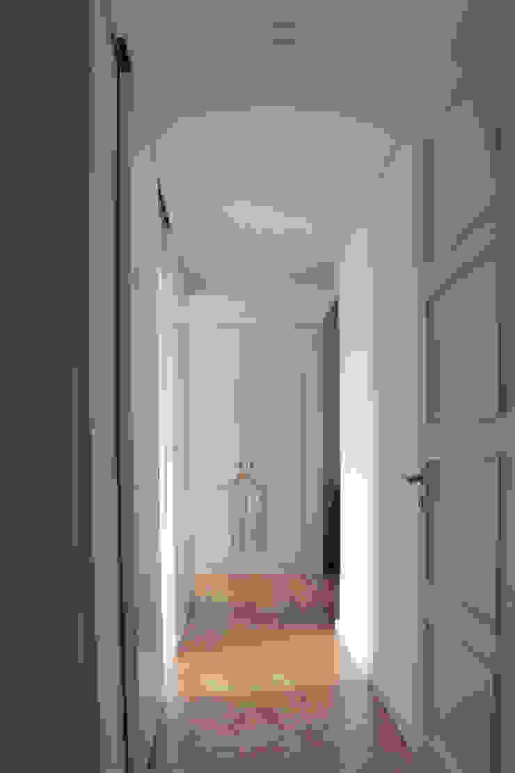 Casa rua Castro Matoso Closets modernos por Sónia Cruz - Arquitectura Moderno