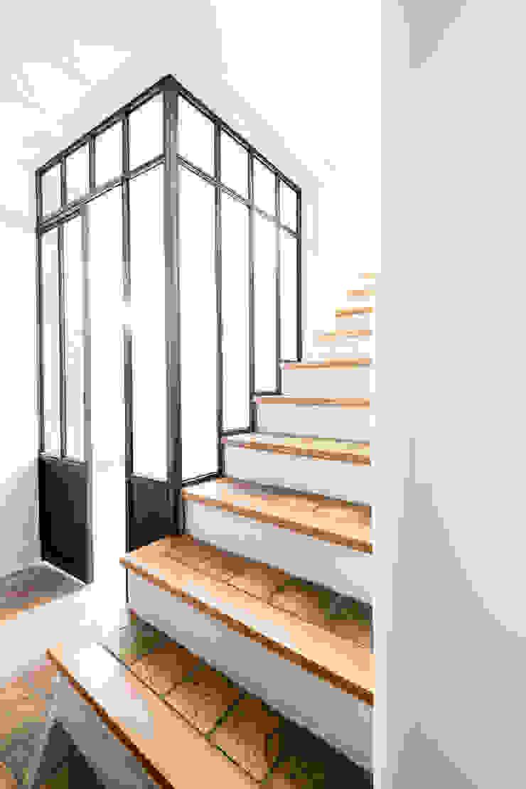 industrial style corridor, hallway & stairs by ox-idee Industrial