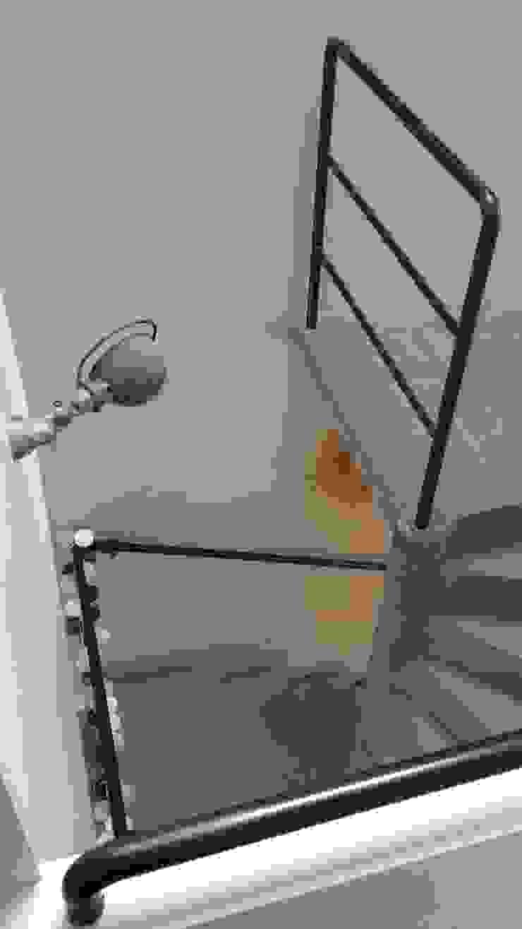 industrial style corridor, hallway & stairs by ox-idee Industrial Metal