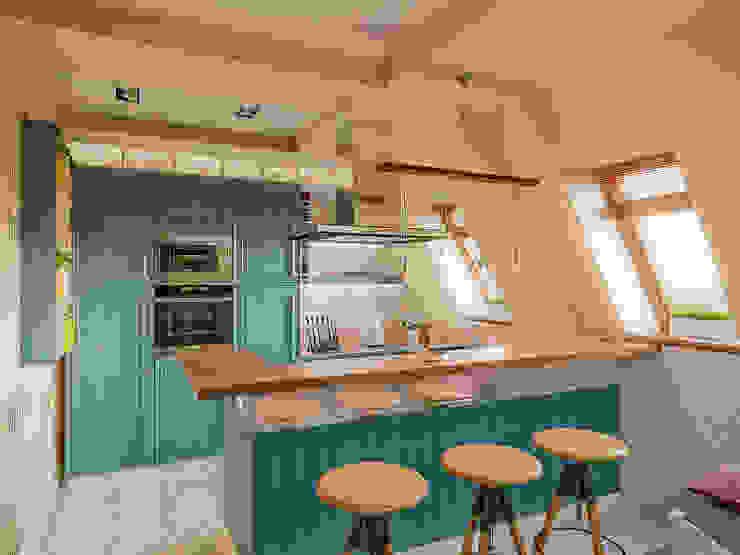 Квартира в Сочи Кухня в средиземноморском стиле от Ателит Средиземноморский Дерево Эффект древесины