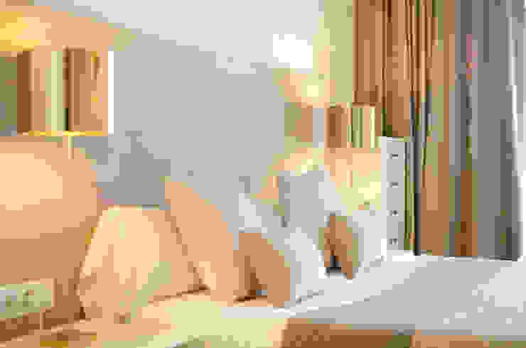 Apartamento Turístico Barcelona 2014 Dormitorios de estilo ecléctico de DELATORRE-HAUSMANN INTERIORISTAS Ecléctico