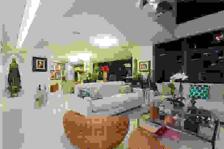 غرفة المعيشة تنفيذ Maria Julia Faria Arquitetura e Interior Design,