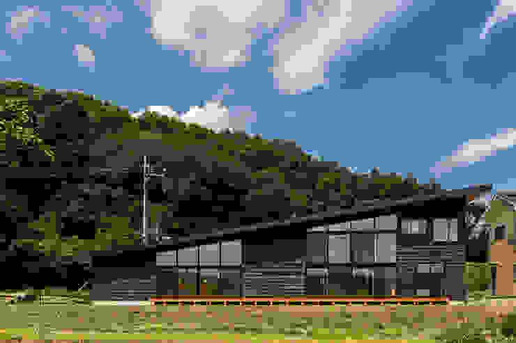 矢板・焼杉の家 中山大輔建築設計事務所/Nakayama Architects オリジナルな 家
