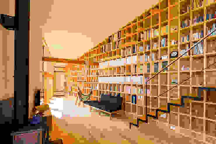 客廳 by 中山大輔建築設計事務所/Nakayama Architects, 隨意取材風