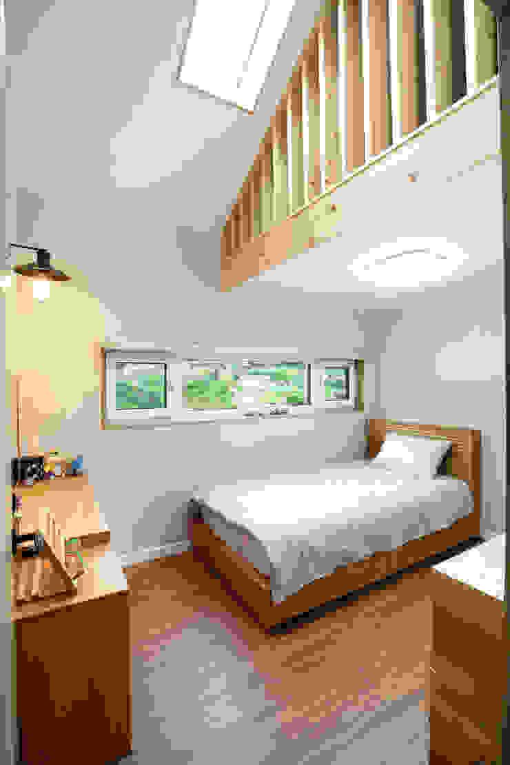 2층방 모던스타일 침실 by 주택설계전문 디자인그룹 홈스타일토토 모던