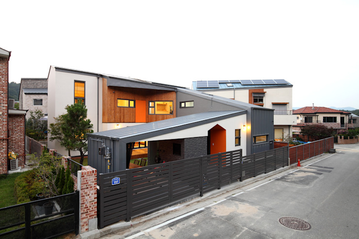도로변풍경: 주택설계전문 디자인그룹 홈스타일토토의  주택,모던