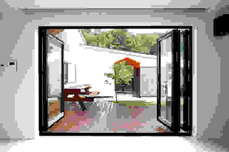 Modern balcony, veranda & terrace by 주택설계전문 디자인그룹 홈스타일토토 Modern