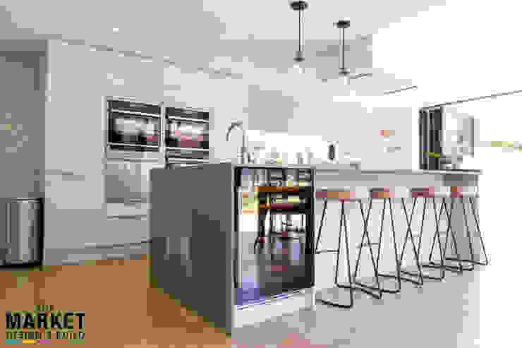 Bright, modern & spacious family kitchen area Modern kitchen by The Market Design & Build Modern