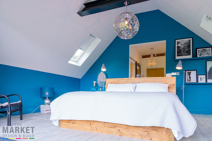 Pop of blue to wake up to... Modern style bedroom by The Market Design & Build Modern