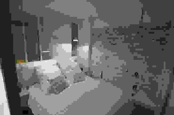 Rénovation complète d'un appartement haut perché sur les toits parisiens par Parisdinterieur