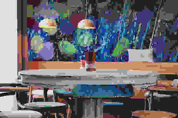 Acrylic Flowers Moderne Wände & Böden von Pixers Modern