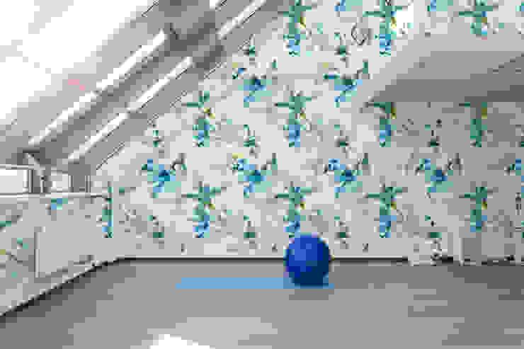 Turquoise Flowers Fitnessraum im Landhausstil von Pixers Landhaus