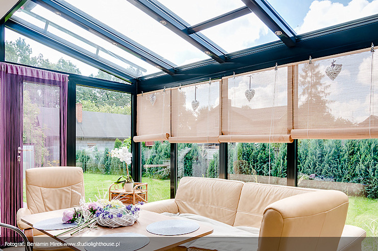 homify Modern conservatory