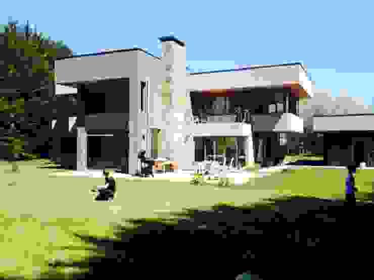 Vivienda unifamiliar Casas de estilo mediterráneo de jorge ubilla arquitectura Mediterráneo