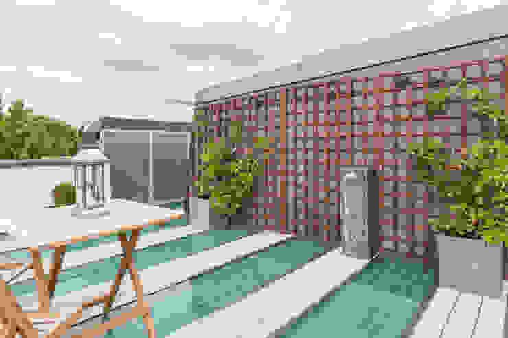 Kensington, SW5—Renovation TOTUS Modern balcony, veranda & terrace