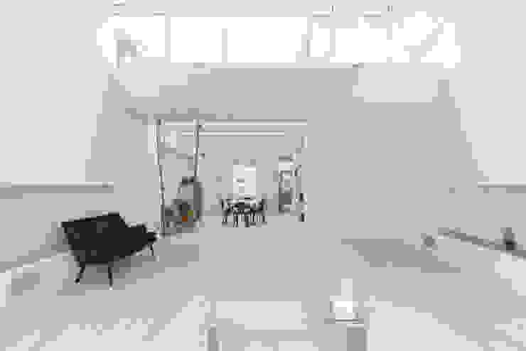Kensington, SW5—Renovation TOTUS Modern living room