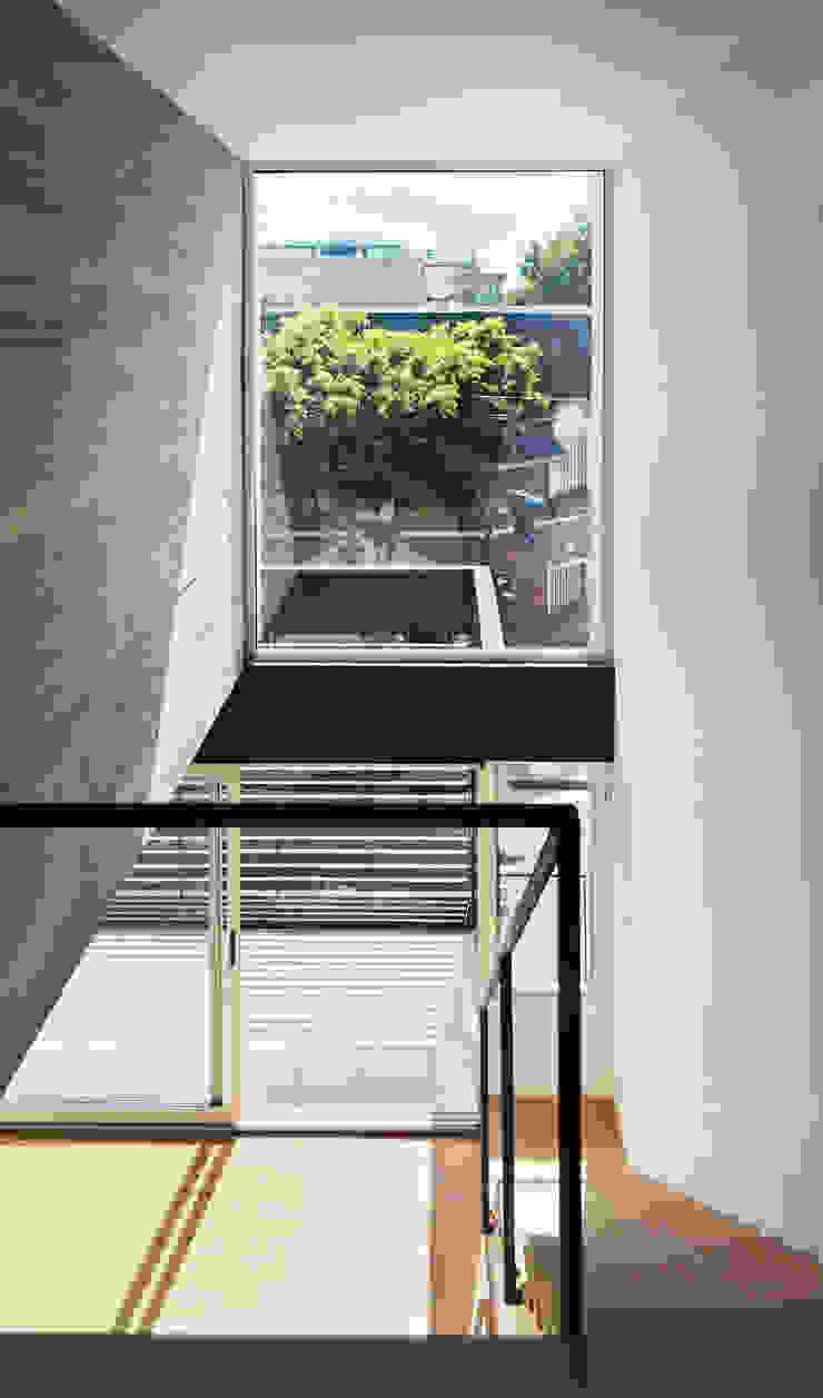 Phòng ngủ phong cách hiện đại bởi F2M Arquitectos Hiện đại Bê tông