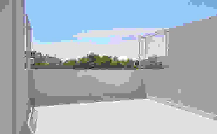 Terraza urbana Balcones y terrazas modernos de F2M Arquitectos Moderno Cerámico