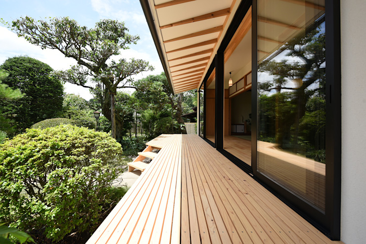 Modern balcony, veranda & terrace by 創右衛門一級建築士事務所 Modern Wood Wood effect