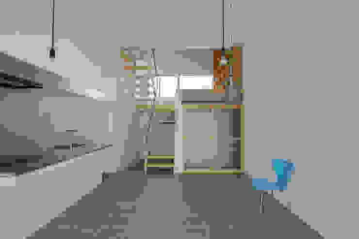 现代客厅設計點子、靈感 & 圖片 根據 Smart Running一級建築士事務所 現代風 磁磚