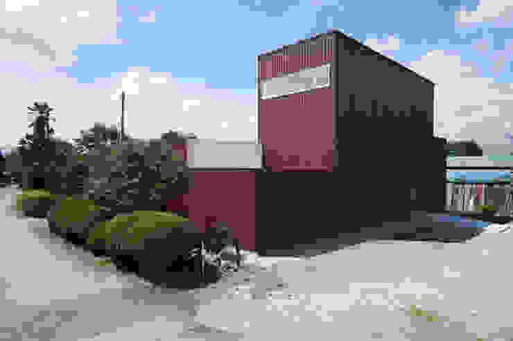 現代房屋設計點子、靈感 & 圖片 根據 Smart Running一級建築士事務所 現代風 鐵/鋼