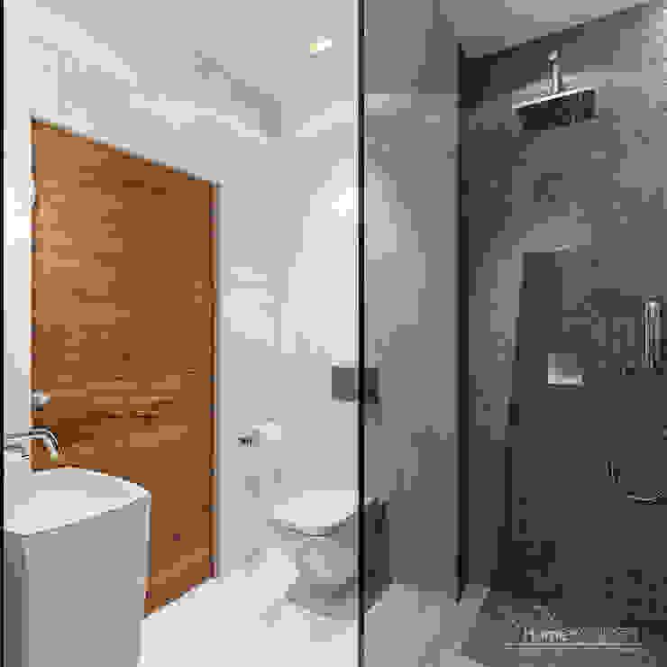 Moderne badkamers van HomeKONCEPT | Projekty Domów Nowoczesnych Modern