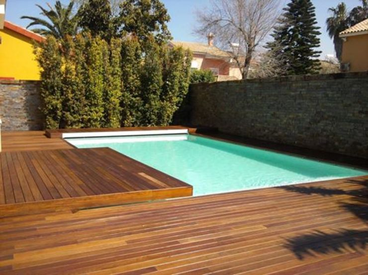 Piscina vestida de madera de Architect Hugo Castro - HC Estudio Arquitectura y Decoración Moderno