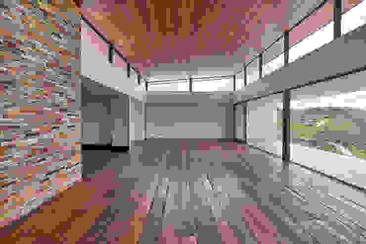 David Guerra Arquitetura e Interiores Modern Walls and Floors