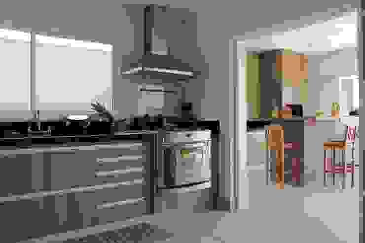 モダンな キッチン の Lozí - Projeto e Obra モダン
