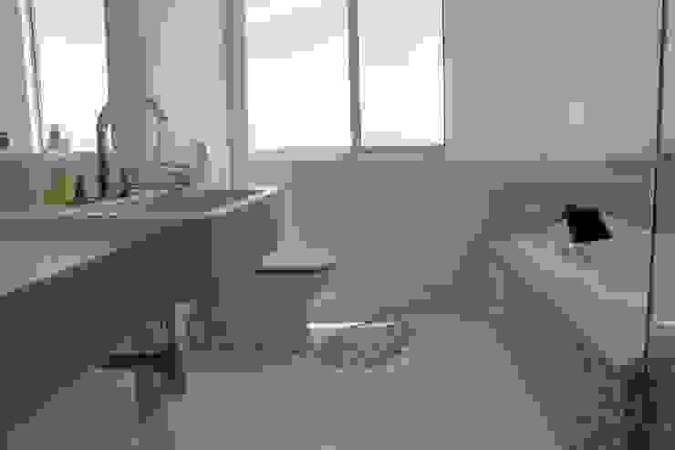 Casa LJ Lozí - Projeto e Obra Banheiros minimalistas