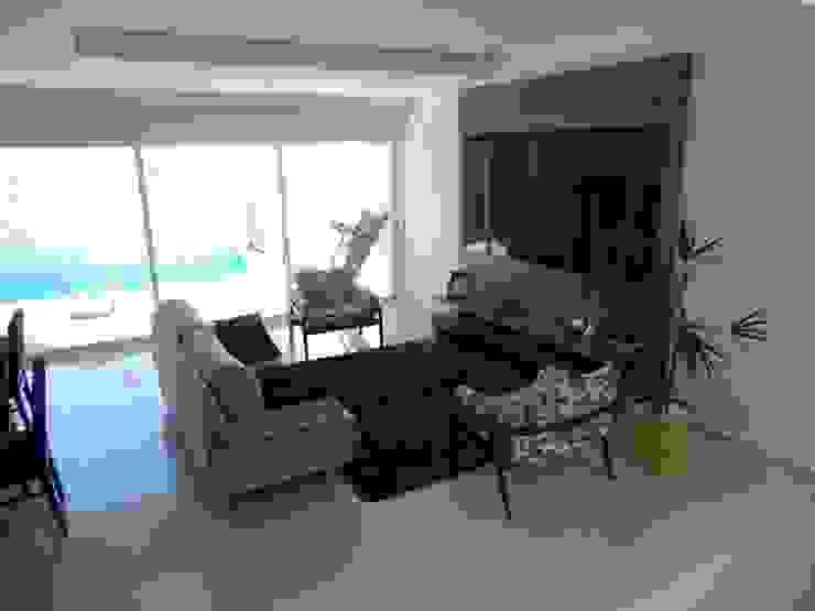 Casa SN Lozí - Projeto e Obra Salas de estar modernas