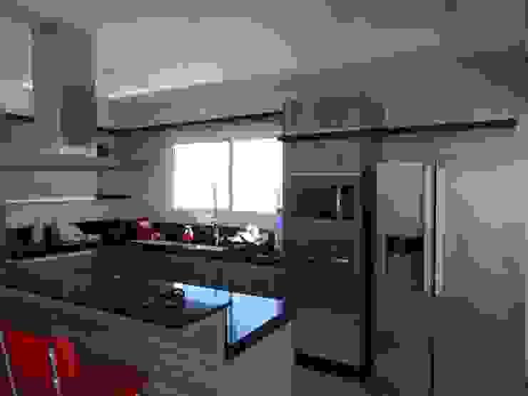 Casa SN Lozí - Projeto e Obra Cozinhas modernas