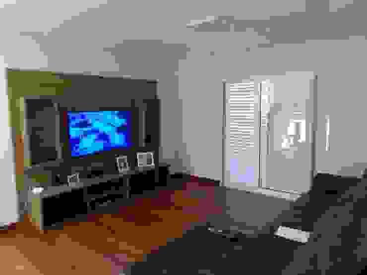 Casa SN Lozí - Projeto e Obra Salas multimídia modernas