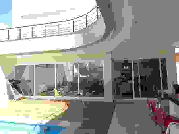Casa SN Casas minimalistas por Lozí - Projeto e Obra Minimalista
