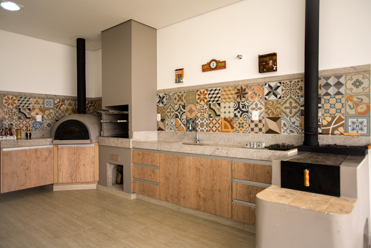 Modern kitchen by L2 Arquitetura Modern Ceramic