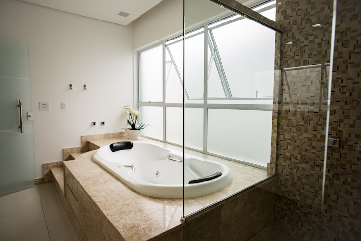 Modern bathroom by L2 Arquitetura Modern سنگ مرمر