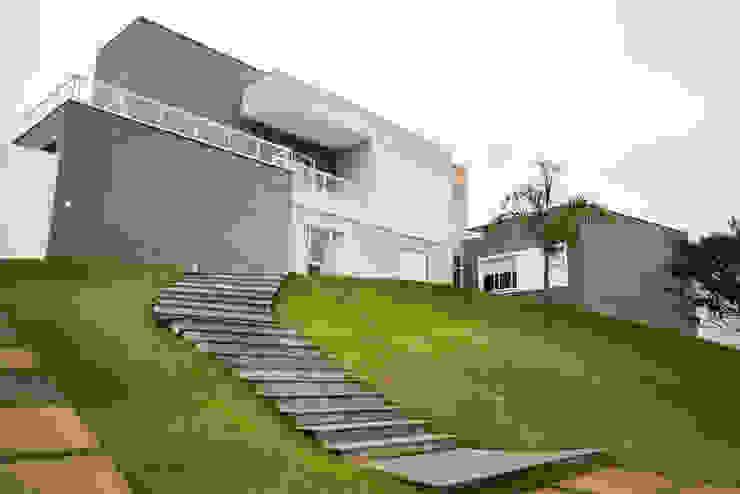 Modern houses by L2 Arquitetura Modern Concrete