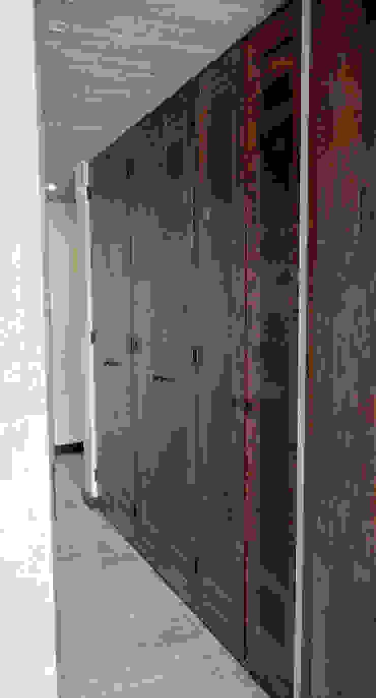 Puertas de closet de duelas. Ignisterra S.A. Puertas y ventanas rústicas Madera Marrón