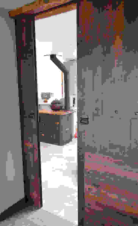 Puerta de duelas. Ignisterra S.A. Puertas y ventanas rústicas Madera Marrón