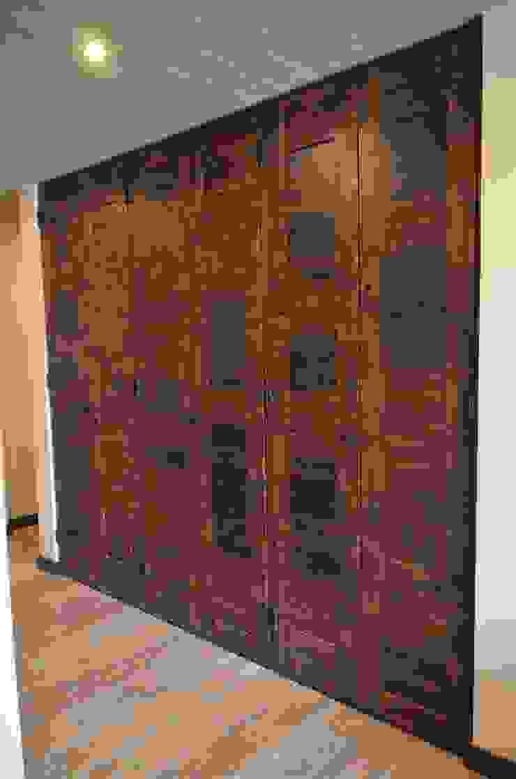 Puertas de closet de duelas Ignisterra S.A. Puertas y ventanas rústicas Madera Marrón