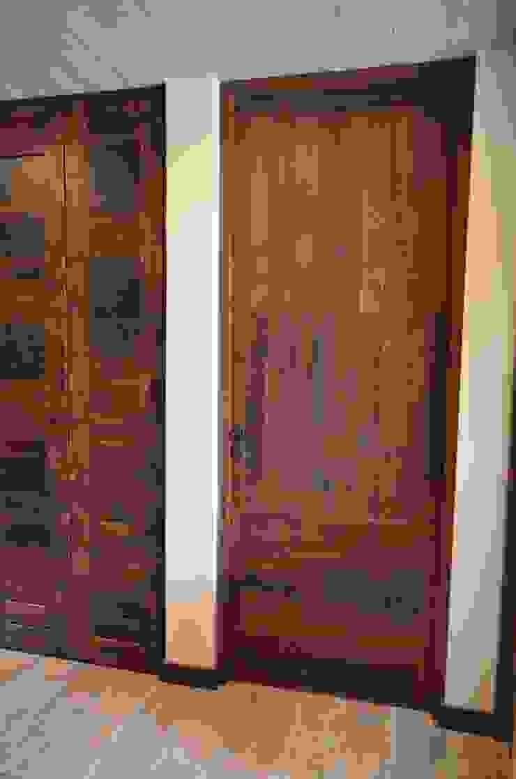 Puertas de duerlas. Ignisterra S.A. Puertas y ventanas rústicas Madera Marrón