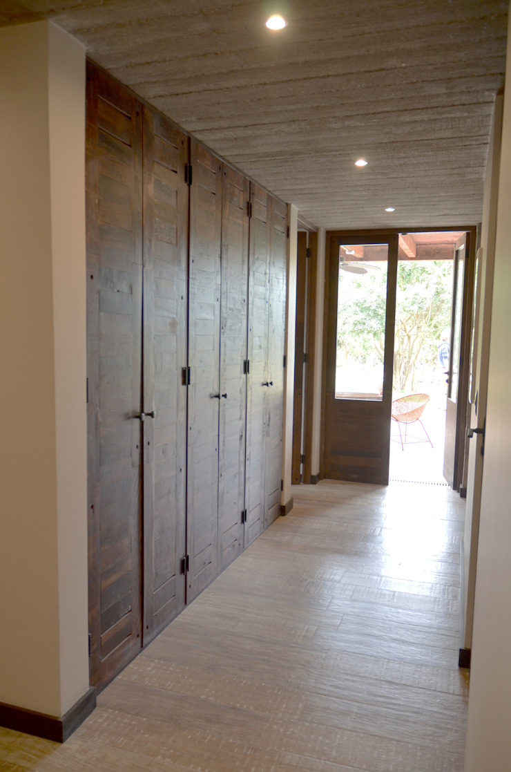 Puertas interiores y piso de duelas Ignisterra S.A. Puertas y ventanas rústicas Madera Marrón