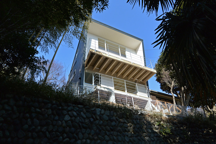 Modern houses by SUR都市建築事務所 Modern Ceramic