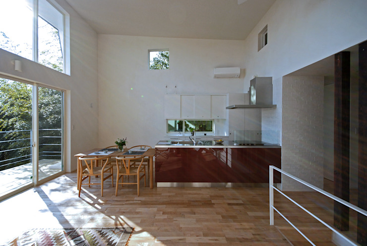 Modern style kitchen by SUR都市建築事務所 Modern Solid Wood Multicolored