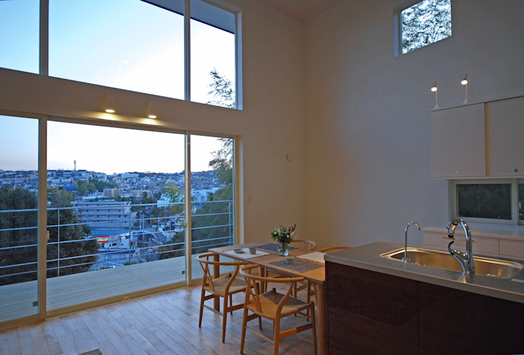 Modern style balcony, porch & terrace by SUR都市建築事務所 Modern