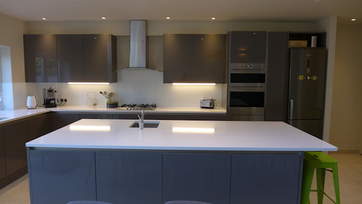 Modern gloss grey kitchen Modern kitchen by Style Within Modern