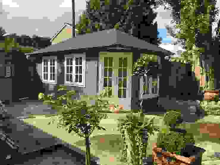 Garden Writing Studio Classic style gardens by Garden Affairs Ltd Classic Wood Wood effect