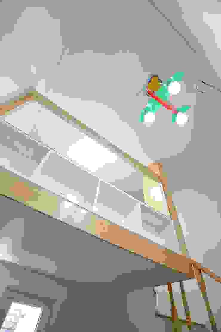 """interior & architecture by INARK 인아크 건축 설계 인테리어 디자인 대구 평리동 """"까꿍하우스"""" 모던스타일 아이방 by inark [인아크 건축 설계 디자인] 모던"""