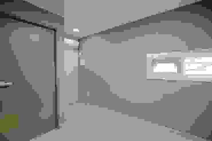"""interior & architecture by INARK 인아크 건축 설계 인테리어 디자인 대구 평리동 """"까꿍하우스"""" 모던스타일 침실 by inark [인아크 건축 설계 디자인] 모던"""